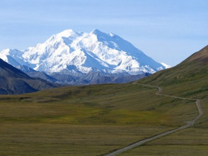 800px-Mount McKinley and Denali National Park Road 2048px.jpg